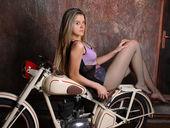 KateBright - adultzonecams.com