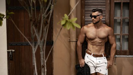 TheSexyHunk
