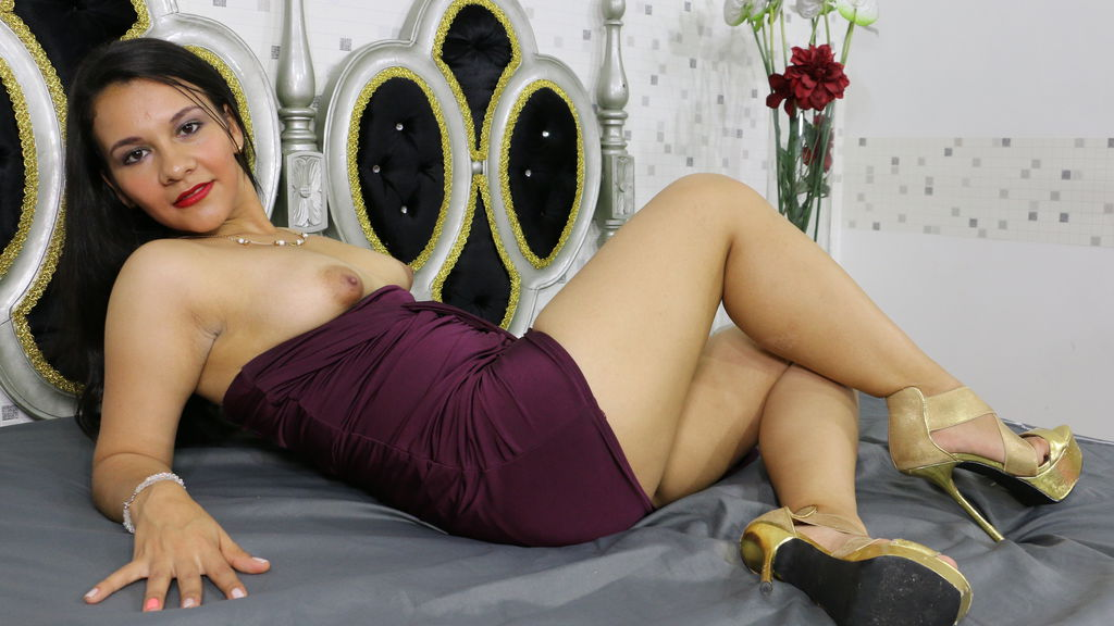SmallValentina online at GirlsOfJasmin
