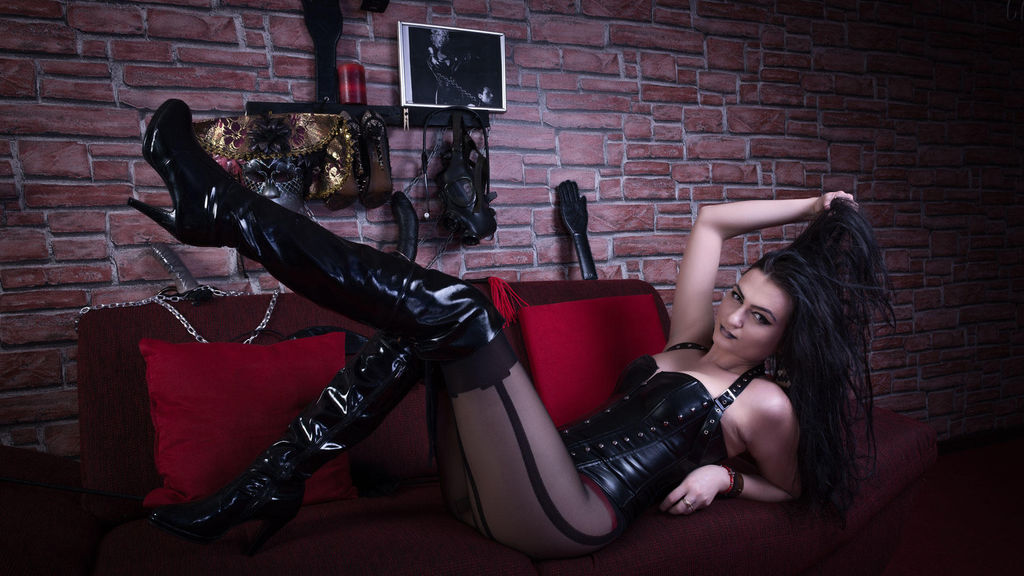 Watch the sexy CruellaaDommee from LiveJasmin at GirlsOfJasmin