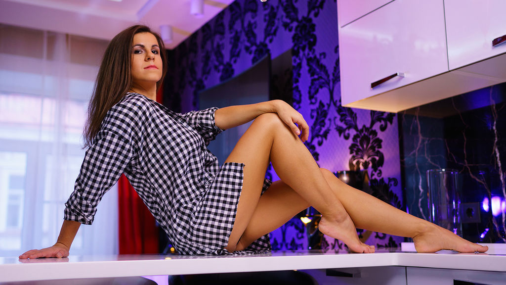Watch the sexy PiperRoyy from LiveJasmin at GirlsOfJasmin