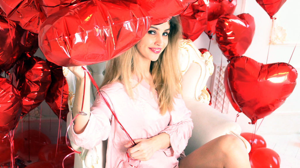 ChristinaDollx online at GirlsOfJasmin