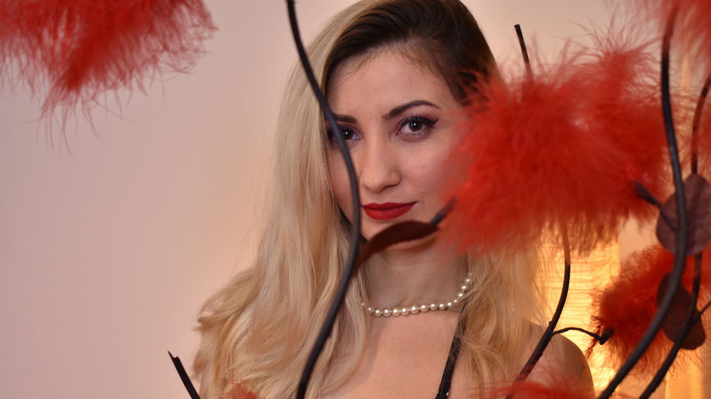 SarrraJoyX online at GirlsOfJasmin
